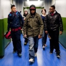 Alex Esmail, John Boyega, Franz Drameh, Jodie Whittaker e Leeon Jones in una scena di Attack the Block - Invasione aliena