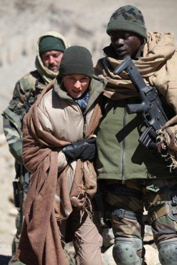 Djimon Hounsou insieme a Diane Kruger in una scena di Special Forces - Liberate l'ostaggio