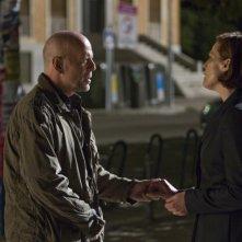 La fredda luce del giorno: Bruce Willis e Sigourney Weaver in una scena del film
