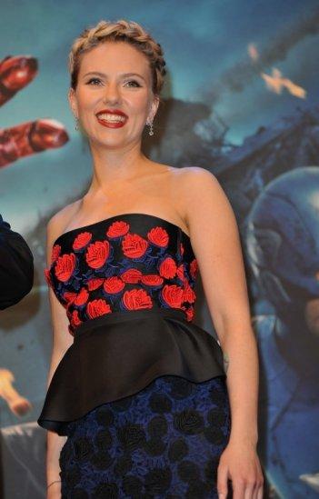 The Avengers: Scarlett Johansson alla première londinese del film