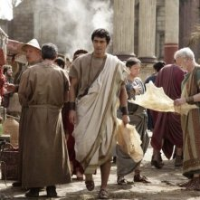 Hiroshi Abe (al centro) è Lucius in Thermae Romae