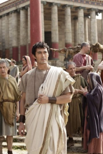 Hiroshi Abe (al centro) è Lucius, protagonista di Thermae Romae