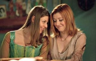 Amber Benson e Alyson Hannigan nell'episodio La vita è un musical (Once More, with Feeling) della sesta stagione di Buffy