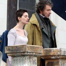 Anne Hathaway e Hugh Jackman sul set di Les Misérables