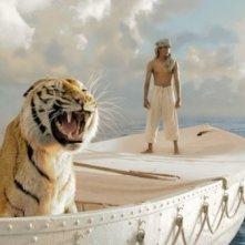 Suraj Sharma e una tigre nella prima immagine di Vita di Pi - Life of Pi, diretto da Ang Lee