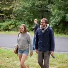 La fuga di Martha: il regista Sean Durkin sul set del film insieme alla protagonista Elizabeth Olsen