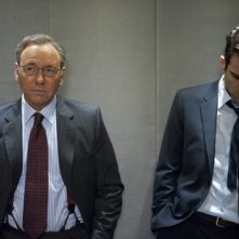 Margin Call: Kevin Spacey insieme a Zachary Quinto in una scena
