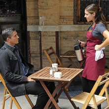 Person of Interest: Jim Caviezel e Lili Mirojnick nell'episodio Mission Creep