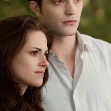 Robert Pattinson e Kristen Stewart insieme in una scena di The Twilight Saga: Breaking Dawn - Parte 2