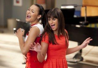 Glee: Naya Rivera e Lea Michele nell'episodio Addio, Whitney