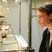 Antiviral: Caleb Landry Jones protagonista dell'horror diretto da Brandon Cronenberg, figlio di David, nella prima foto ufficiale