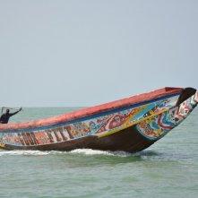 La pirogue: una scena in mare tratta dal film diretto da Moussa Touré