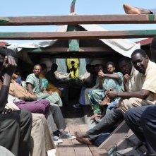 La pirogue: una scena tratta dal dramma diretto da Moussa Touré