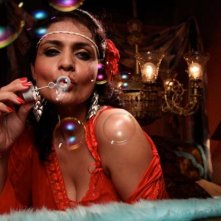 Miss Lovely: Niharika Singh in una scena del film