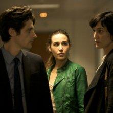 Trois mondes: i tre protagonisti Raphaël Personnaz, Clotilde Hesme ed Arta Dobroshi in una scena del film