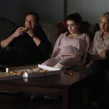 Awake: Jason Isaacs, Daniela Bobadilla e Laura Allen in una scena dell'episodio Slack Water
