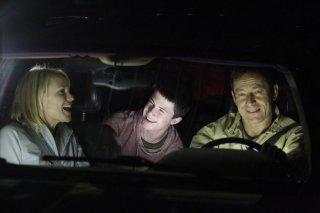 Awake: Jason Isaacs, Dylan Minnette e Laura Allen nell'episodio Say Hello to My Little Friend