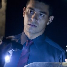Awake: Wilmer Valderrama nell'episodio Game Day