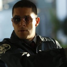 Awake: Wilmer Valderrama nell'episodio Say Hello to My Little Friend
