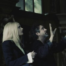 Dark Shadows: il regista Tim Burton insieme ad Eva Green sul set del film