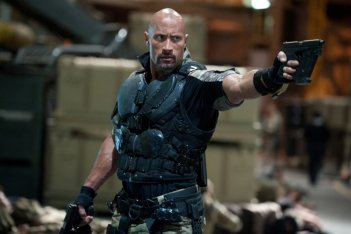 G.I. Joe: La vendetta: Dwayne Johnson in una scena d'azione del film
