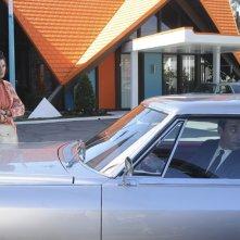 Jessica Paré e Jon Hamm nell'episodio Far Away Places della quinta stagione di Mad Men