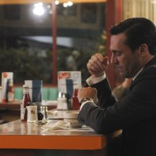 Jon Hamm in una scena dell'episodio Far Away Places della quinta stagione di Mad Men