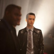 Joseph Gordon-Levitt  in una scena di Looper