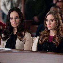 Revenge: Christa B. Allen e Madeleine Stowe nell'episodio Justice