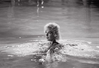 Una splendida Marilyn Monroe in una sequenza di Something's Got to Give, il suo ultimo film