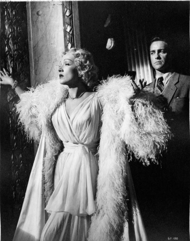 Marlene Dietrich E Una Diva Del Varieta In Paura In Palcoscenico 239326
