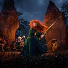 Merida sfida nemici, orsi e pericoli nella notte scozzese in una scena di Ribelle - The Brave