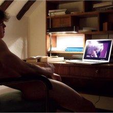 Chroniques sexuelles d'une famille d'aujourd'hui, uno dei protagonisti si masturba davanti al PC