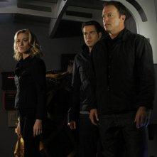 Chuck: Yvonne Strahovski, Zachary Levi e Adam Baldwin nell'episodio Chuck Versus the Bullet Train
