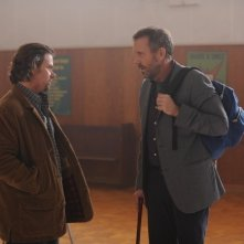 Dr House: Channon Roe e Hugh Laurie nell'episodio Dead & Buried