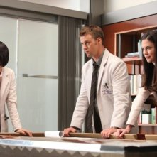 Dr House: Charlyne Yi, Jesse Spencer e Odette Annable nell'episodio Blowing the Whistle