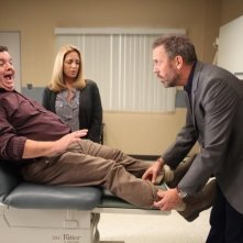 Dr House: Hugh Laurie e John Scurti in una scena dell'episodio Parents