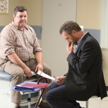 Dr House: Hugh Laurie e John Scurti nell'episodio Parents