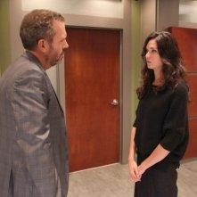 Dr House: Hugh Laurie e Odette Annable in una scena dell'episodio Affare rischioso