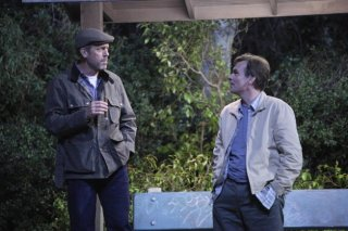 Dr House: Hugh Laurie e Robert Sean Leonard in una scena dell'episodio Post Mortem