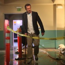 Dr House: Hugh Laurie in una scena dell'episodio Holding On