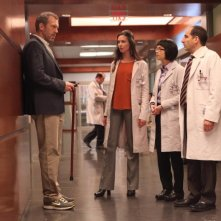 Dr House: Hugh Laurie, Odette Annable, Charlyne Yi e Peter Jacobson nell'episodio Holding On