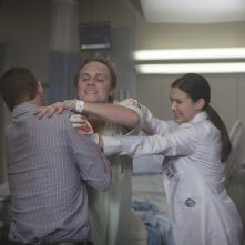 Dr House: Jesse Spencer, Odette Annable e la guest star David Anders nell'episodio Nobody's Fault