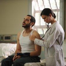 Dr House: Sebastian Sozzi ed Odette Annable nell'episodio Twenty Vicodin