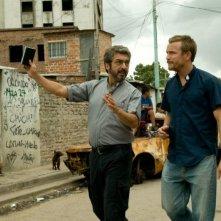 Elefante blanco: Ricardo Darín e Jérémie Renier, due sacerdoti nelle favelas, in una scena del film