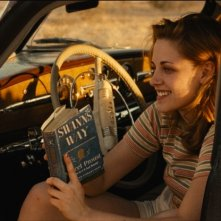 On the Road: Kristen Stewart sorride in una scena del film