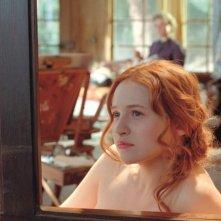 Renoir: Christa Theret in una scena del film nei 'panni' della modella Andrée Heuchling, ultima musa ispiratrice del grande Renoir