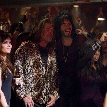 Rock of Ages: Russell Brand e Alec Baldwin in una movimentata scena del film