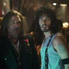 Rock of Ages: Russell Brand insieme a Alec Baldwin in una scena del film