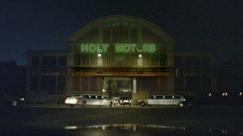 Holy Motors: una scena tratta dal film
